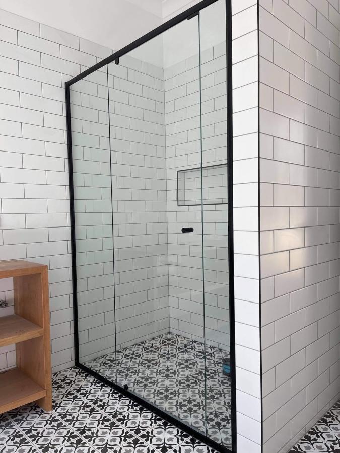 custom shower screens